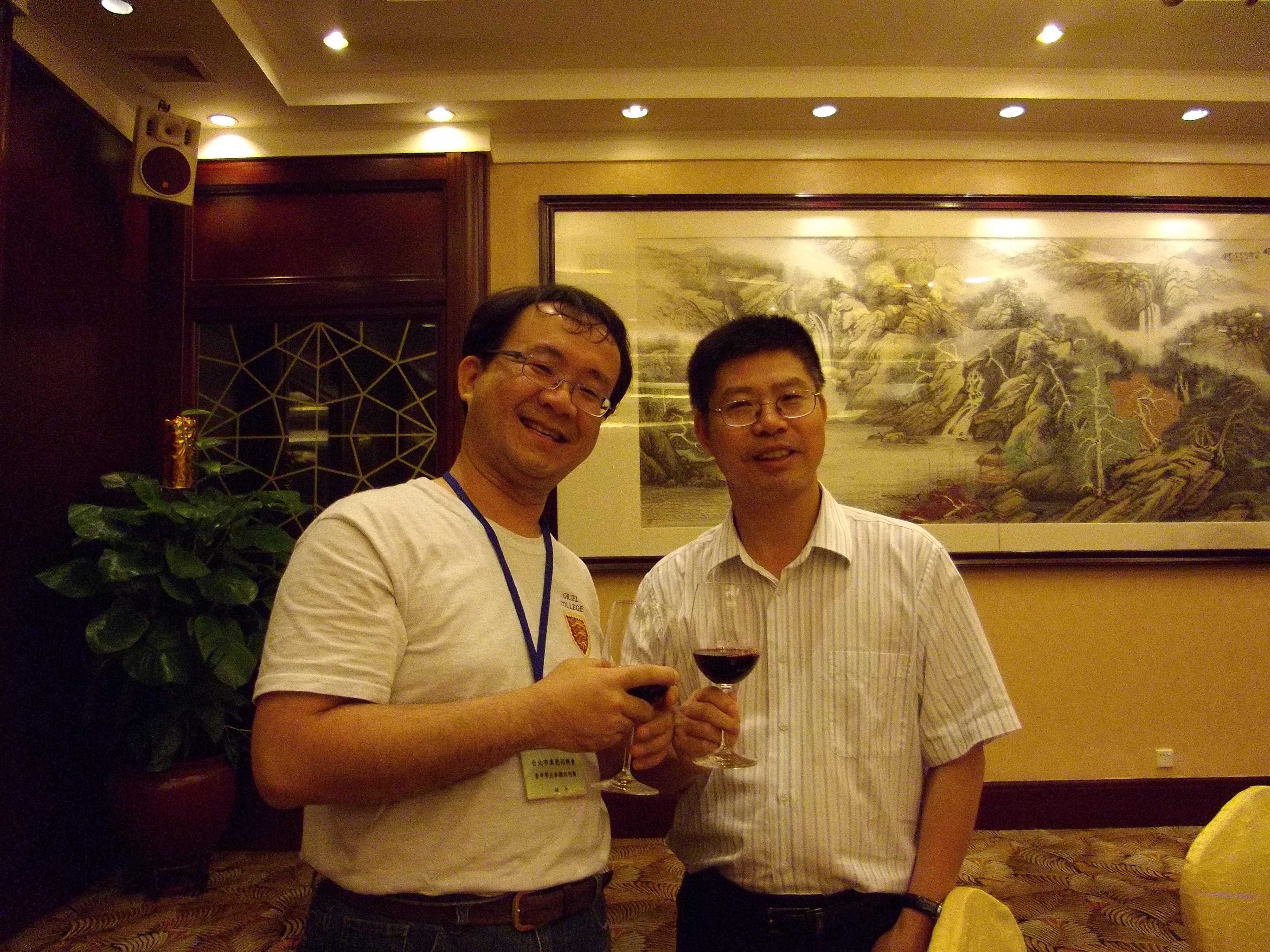 林平(左)與東莞台灣事務局副局長陳錫輝