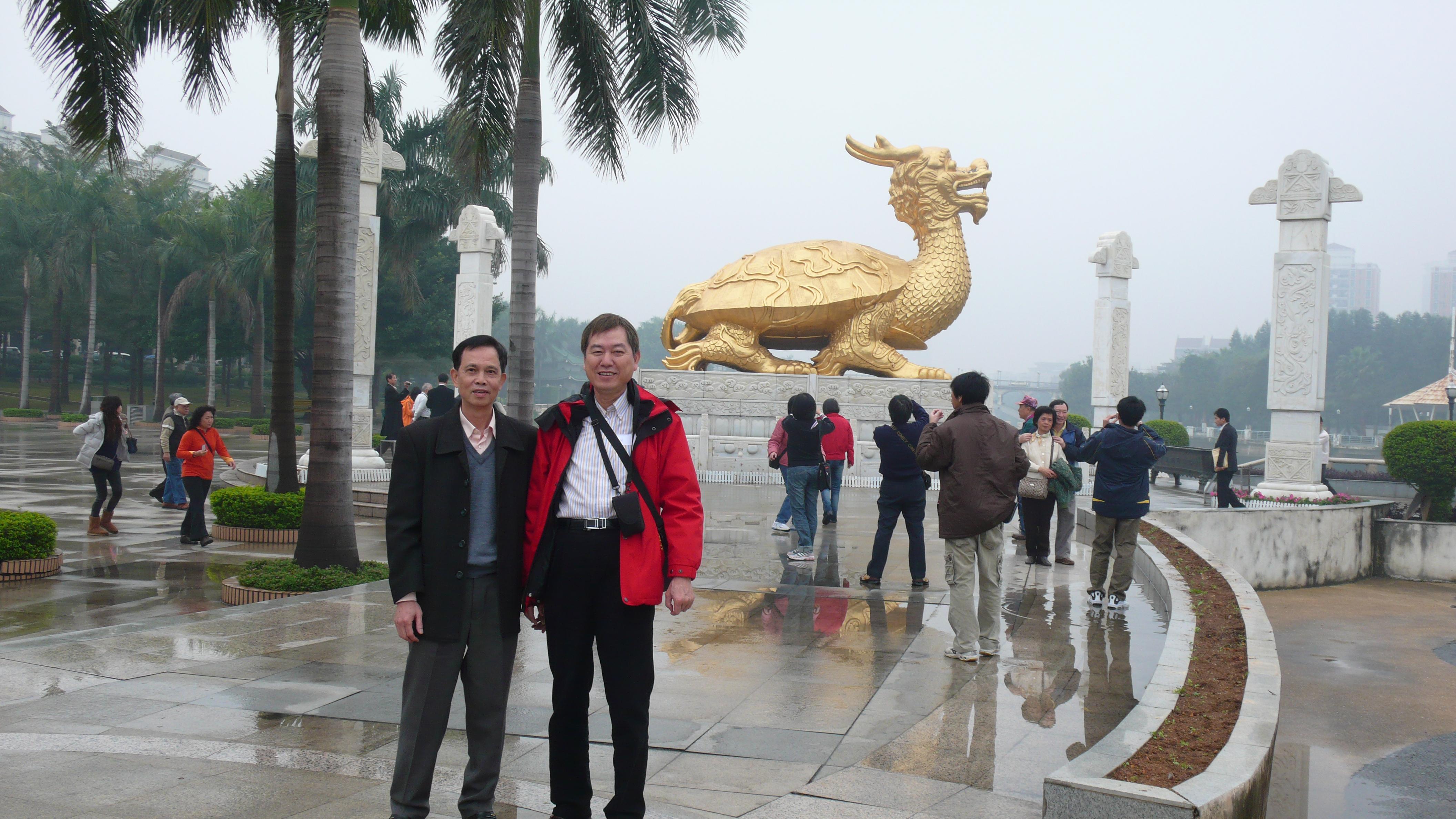 黃治雄(右)與台聯會李淦泉會長
